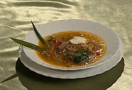 что нужно в первую очередь бросить на дно кастрюли прежде чем варить суп